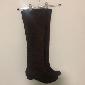 Brown suede knee high boots - In excellent condition